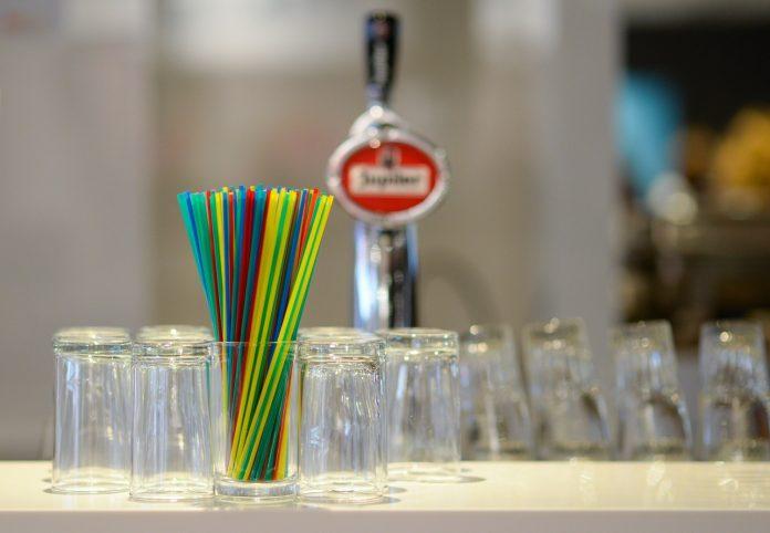 Τέλος τα πλαστικά μιας χρήσης από 1η Ιουλίου – Τι αλλάζει για τους καταναλωτές (λίστα)