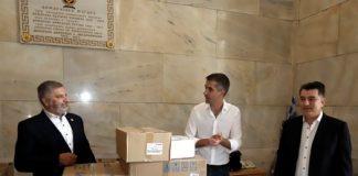 Ο Περιφερειάρχης Αττικής Γ. Πατούλης παρέδωσε προστατευτικό υγειονομικό υλικό στον Δήμαρχο Αθηναίων Κ. Μπακογιάννη