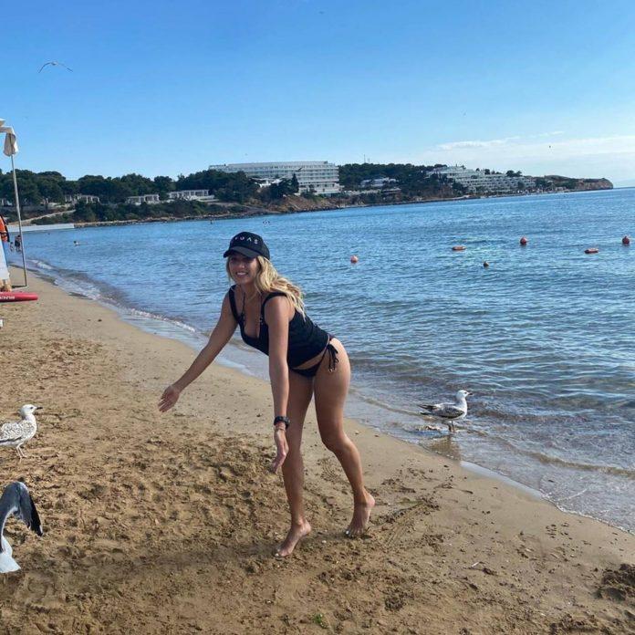 Κωνσταντίνα Σπυροπούλου: Στη θάλασσα με... μικροσκοπικό μπικίνι - Δείτε εικόνες