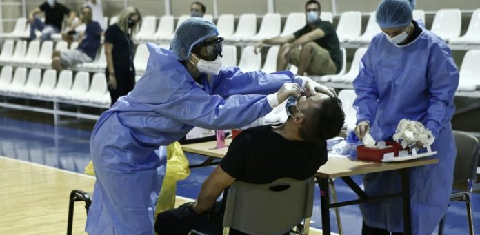 Εντός εβδομάδας η απόφαση για το πλαφόν σε τεστ κορονοϊού και ιατρικές υπηρεσίες